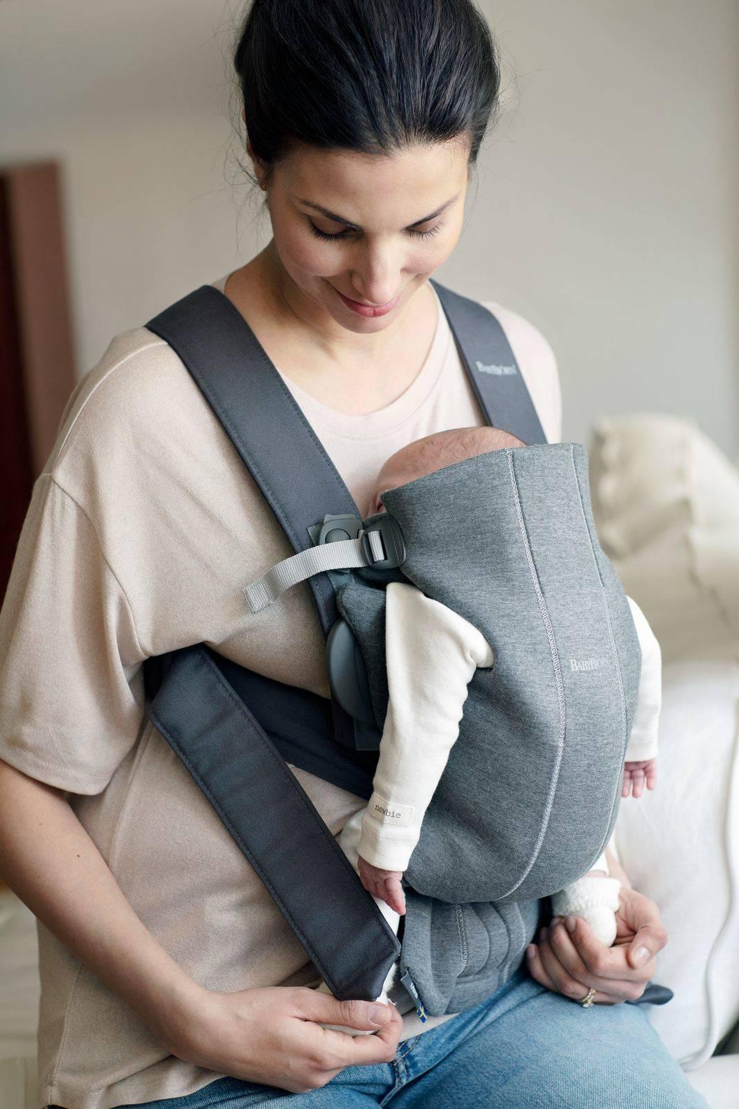 BABYBJORN MINI 3D Jersey – nosidełko, Ciemny Szary