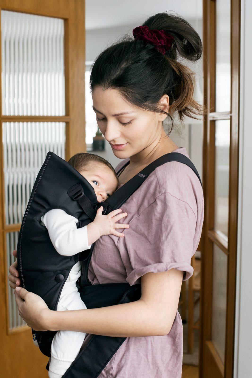 BABYBJORN MINI Cotton – nosidełko, Czarny