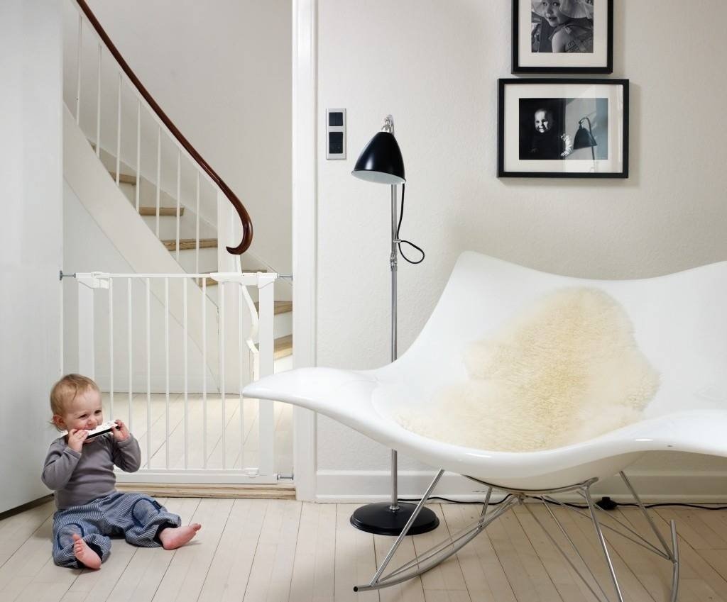 Bramka ochronna Baby Dan PREMIER + 2 rozszerzenia - biała
